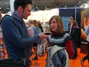 Anja wird interviewt auf der Leipziger Buchmesse.