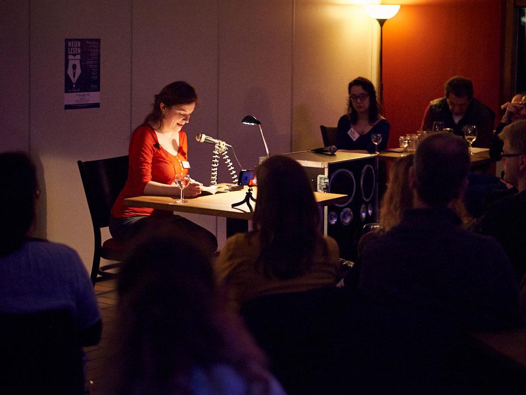 """Andrea Schrader liest aus ihrem Roman """"Die Boten des Schicksals"""""""